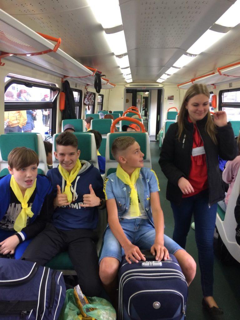 3 768x1024 - Дети едут на отдых в лагерь на пригородном поезде