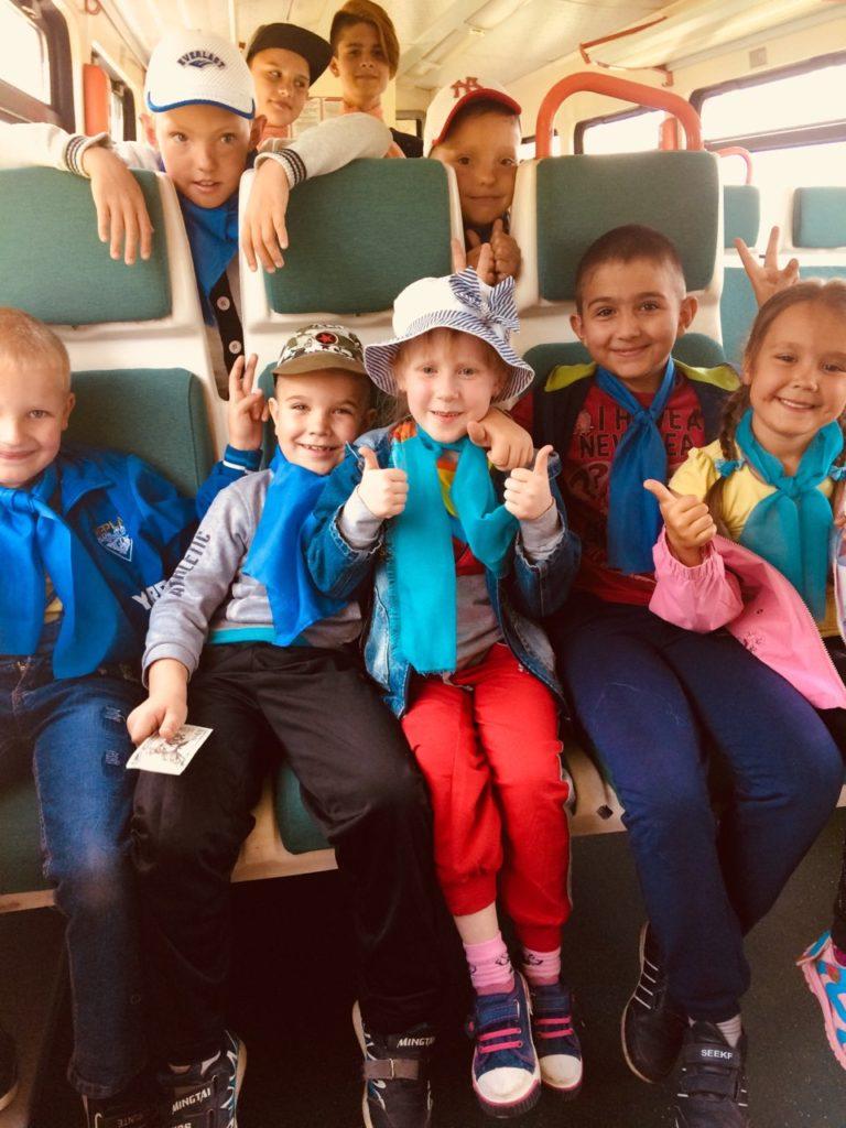 4 768x1024 - Дети едут на отдых в лагерь на пригородном поезде