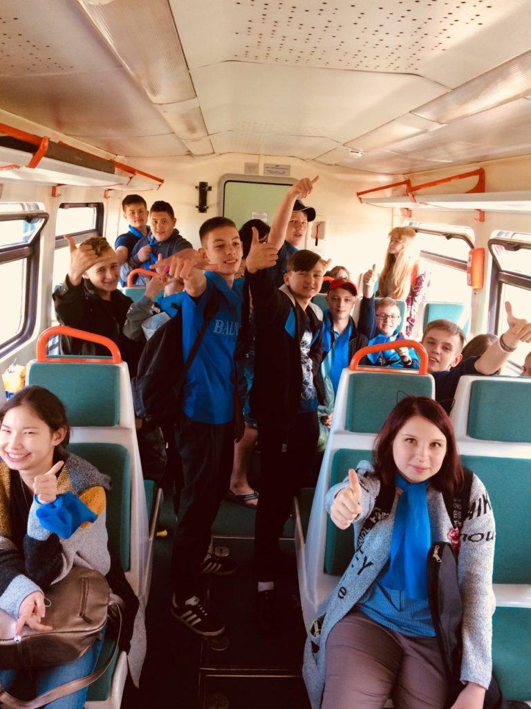 5 768x1024 - Дети едут на отдых в лагерь на пригородном поезде