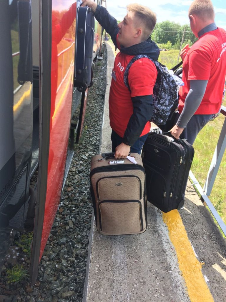 8 768x1024 - Дети едут на отдых в лагерь на пригородном поезде