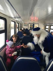 IMG 3045 26 12 18 09 52 225x300 - Поздравления в поездах с Новым годом 24 - 28 декабря
