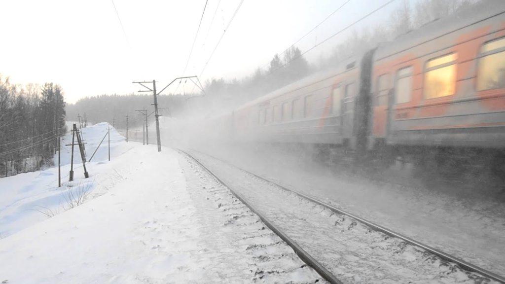 снег 1024x576 - Пригородные поезда на Приволжской магистрали введены в график движения после обильного снегопада 24 и 25 января