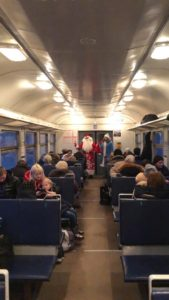 py4yy6lizyi 1 169x300 - В пригородных поездах АО «Саратовская ППК» Дед Мороз и Снегурочка поздравляют пассажиров с наступающим Новым годом!
